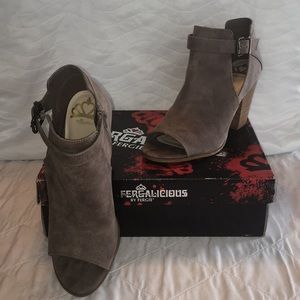 NIB Fergalicious by Fergie Peep Toe Shoes Sz 10M